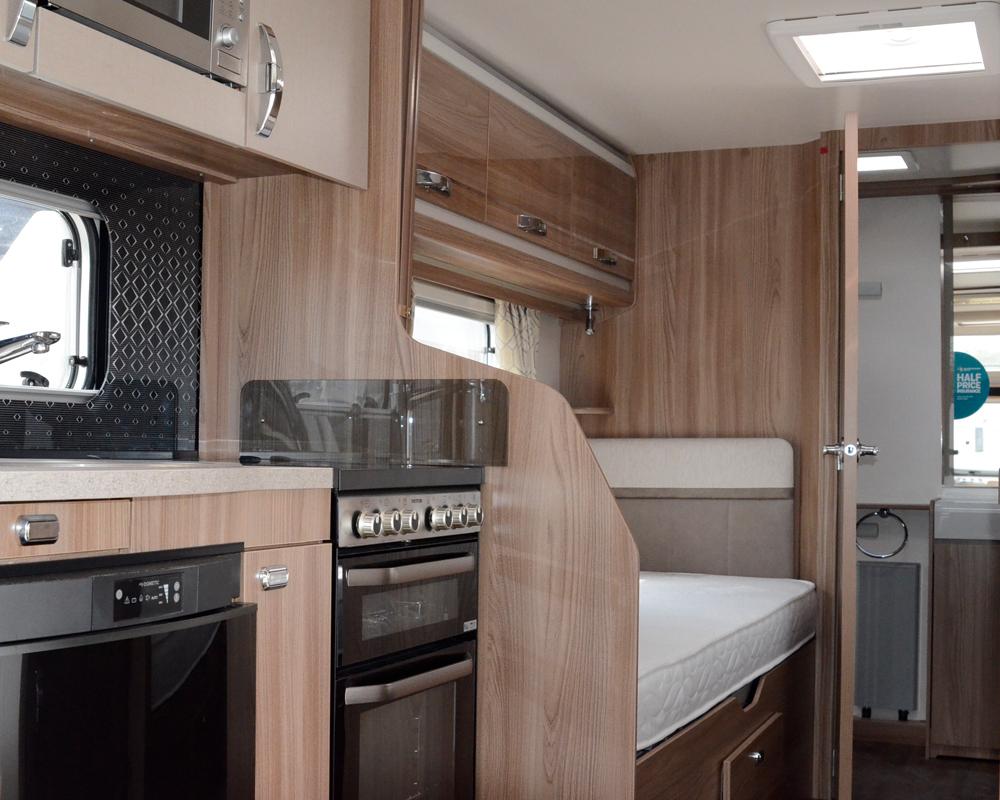 865-bed-kitchn-washroom